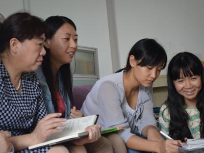 石家庄市特殊:七彩阳光幼儿园组织教师培训